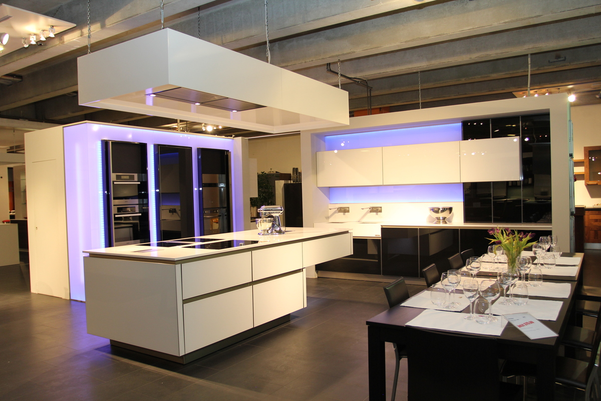 Event and live cooking kitchen for tv and showroom for Showroom for kitchen designs