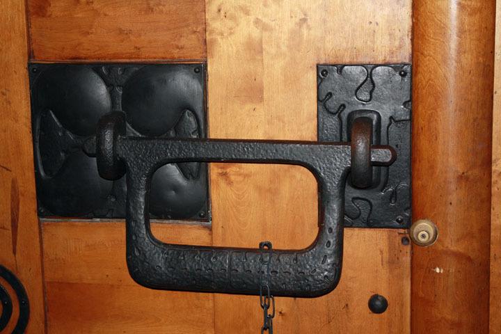 Eliel Saarinen door in Finnish National Romantic style