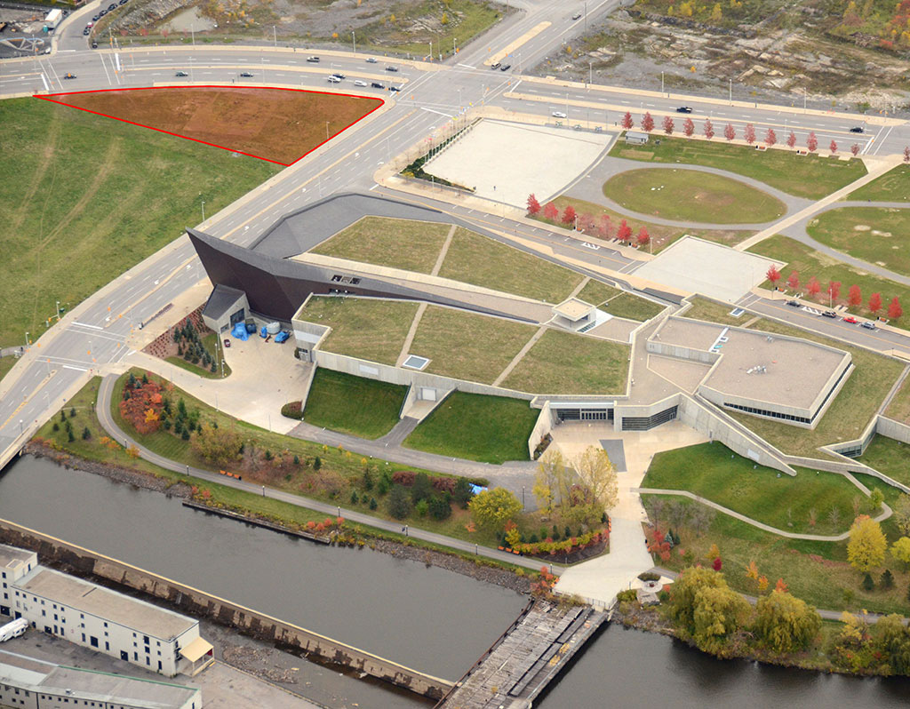 The project site of the future National Holocaust Monument sits vis-à-vis from the Canadian War Museum by Moriyama & Teshima Architects and Griffith Rankin Cook Architects