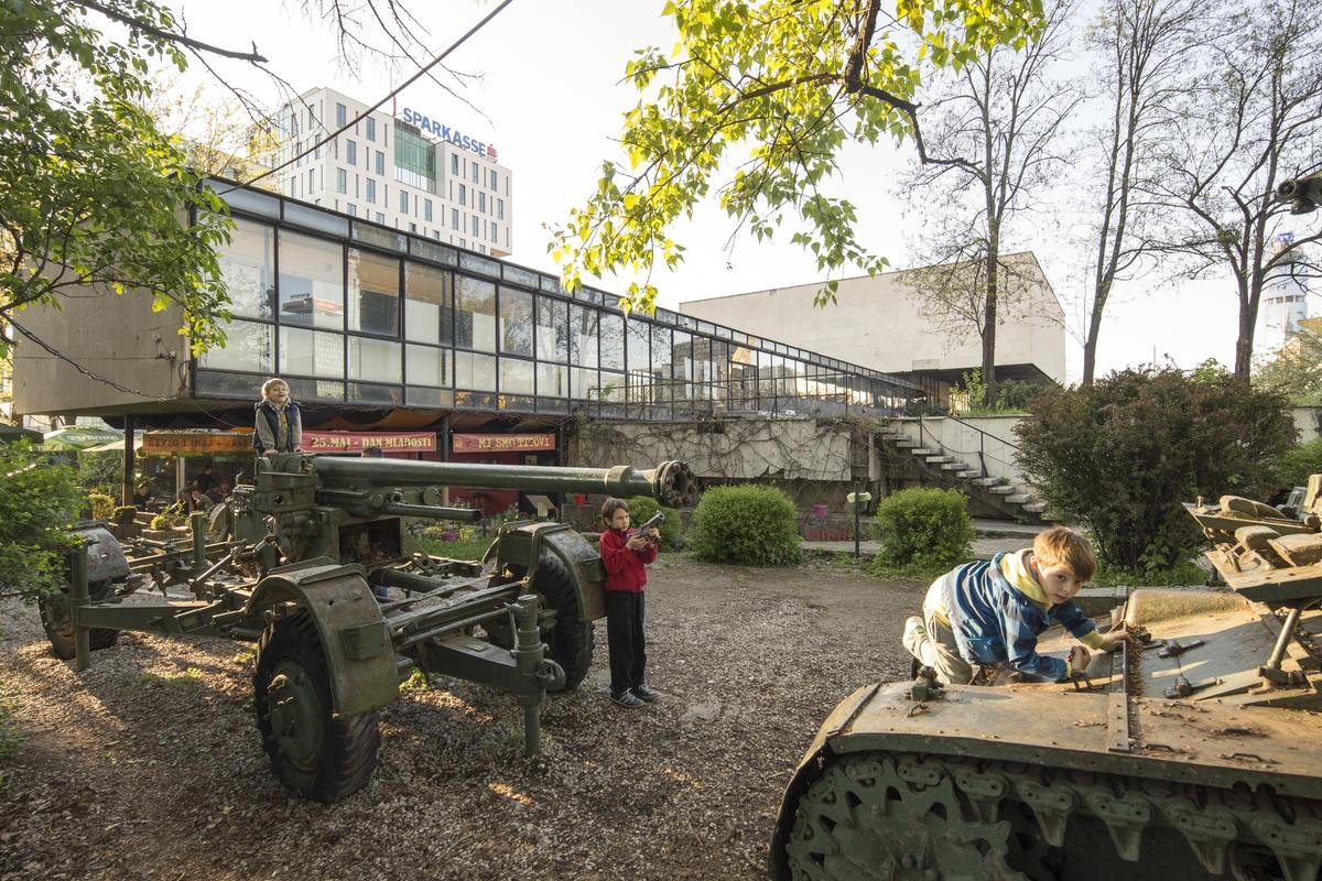 Children playing on tanks in the Historical Museum garden, 2016. © Daniel Schwartz/U-TT at ETH