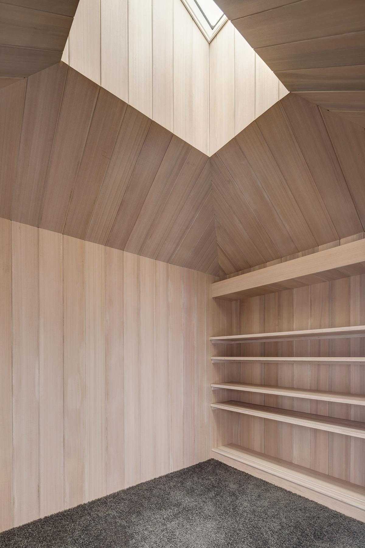 Orandajima House reading corner