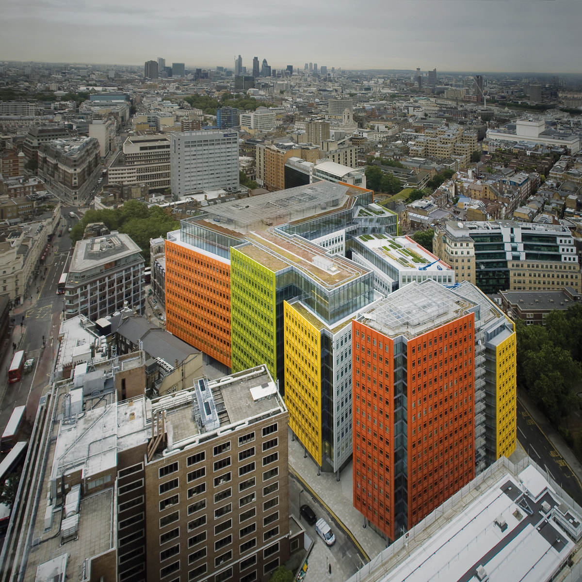 Central St. Giles in London, GB by Renzo Piano (Building Workshop); TERRART(r) Facades- NBK (a Hunter Douglas Company)