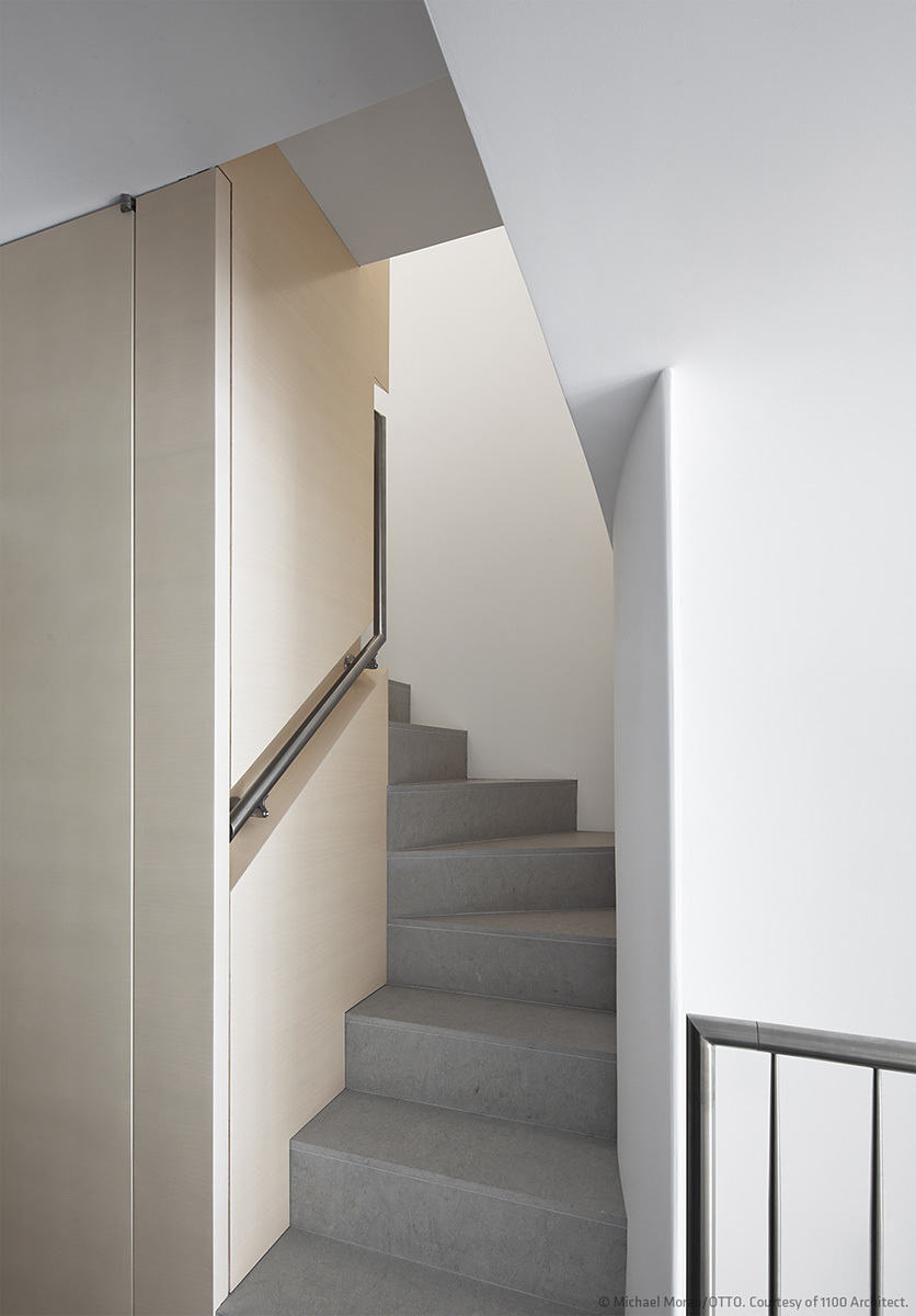 Manhattan Triplex in New York, NY by 1100 Architect; Photo: Michael Moran/OTTO