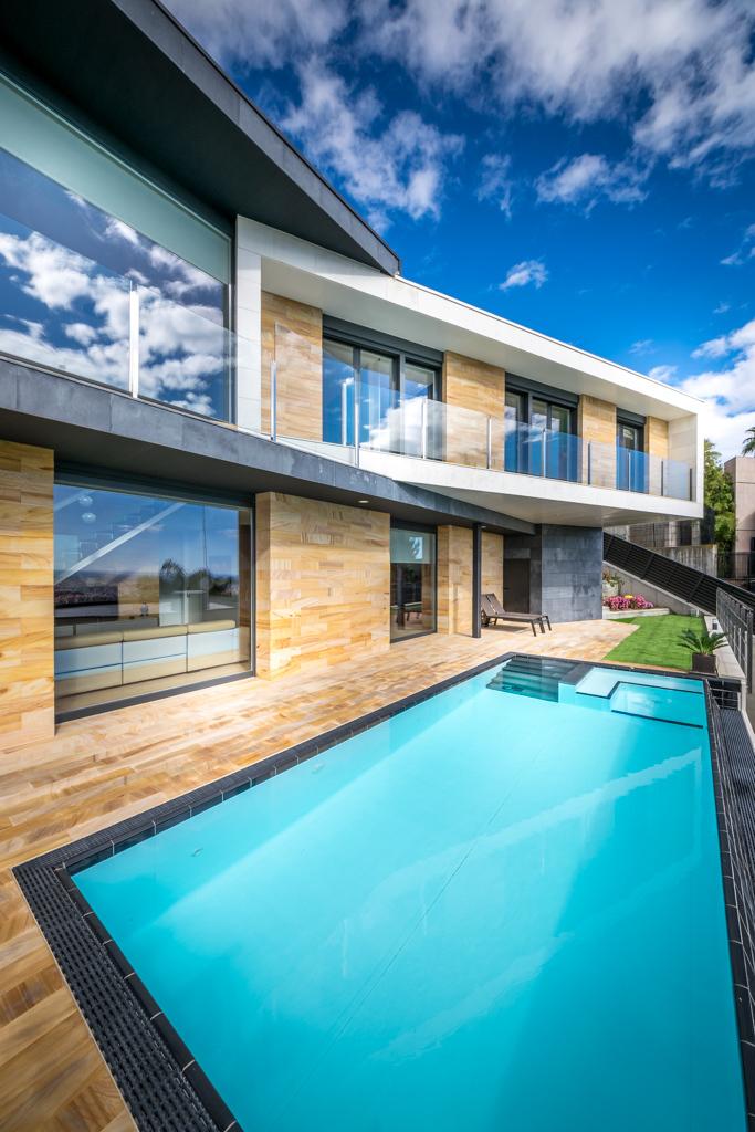 Pool and terrace - E House