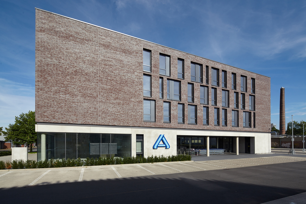 Mester Bielefeld office building with market wannenmacher möller architekten gmbh archinect