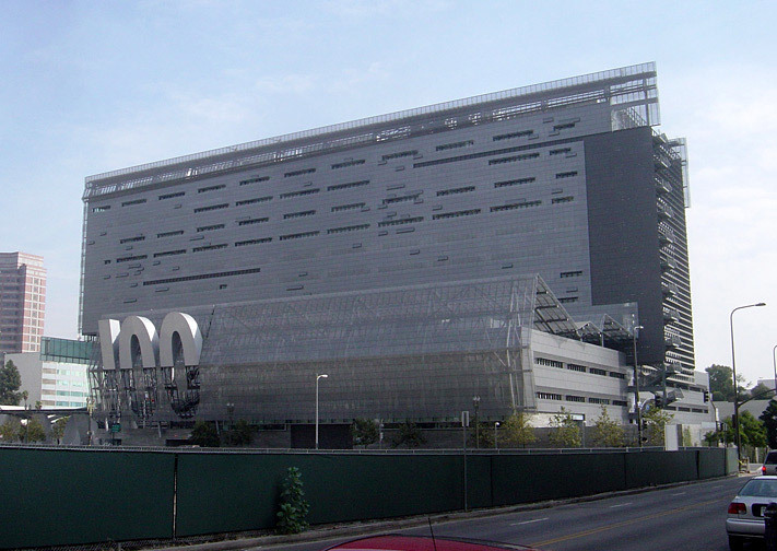 The California Department of Transportation District 7 Headquarters (2004) in Los Angeles, CA, whose materiality and structural elements allude to the freeway, while its kinetic architecture and facade refers to the automobile. (Image: Wikipedia)