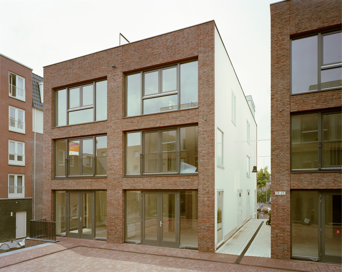 9 blocks of quadrant houses: corner houses with a roof terrace (photo: Ruben Dario Kleimeer)