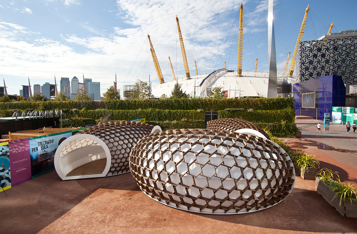 Kebony's KREOD venue sculpture in London's Peninsula Square (Image courtesy of Kebony)