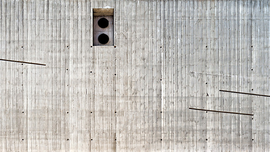 Facade. Concrete Texture (Photo: Adrià Goula)