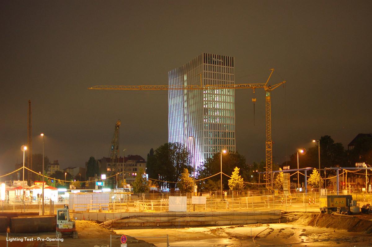 Lighting Test - Pre-Opening (Photo: Ina Reinecke / Barkow Leibinger)
