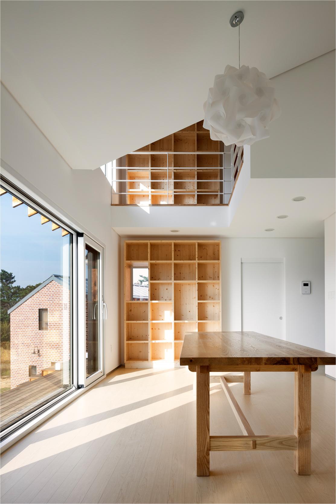Photo 17 - living room