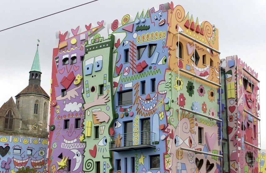 The Happy Rizzi Haus in the German city of Braunschweig was designed by American artist James Rizzi in the late 1990s. I feel sorry for the people who work there or have to look at it every day, says Fröbe.