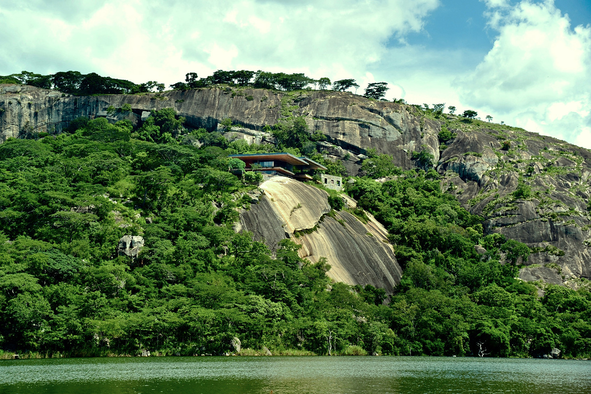 GOTA Residence, Zimbabwe by Studio Seilern Architects as Sforza Seilern Architects (Photo: Angela Geddes)