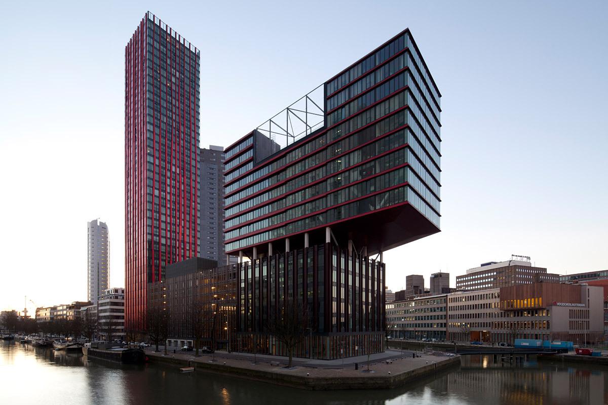 Housing Block 'The Red Apple,' architect: KCAP, 2002-2009, Rotterdam © Ossip van Duivenbode