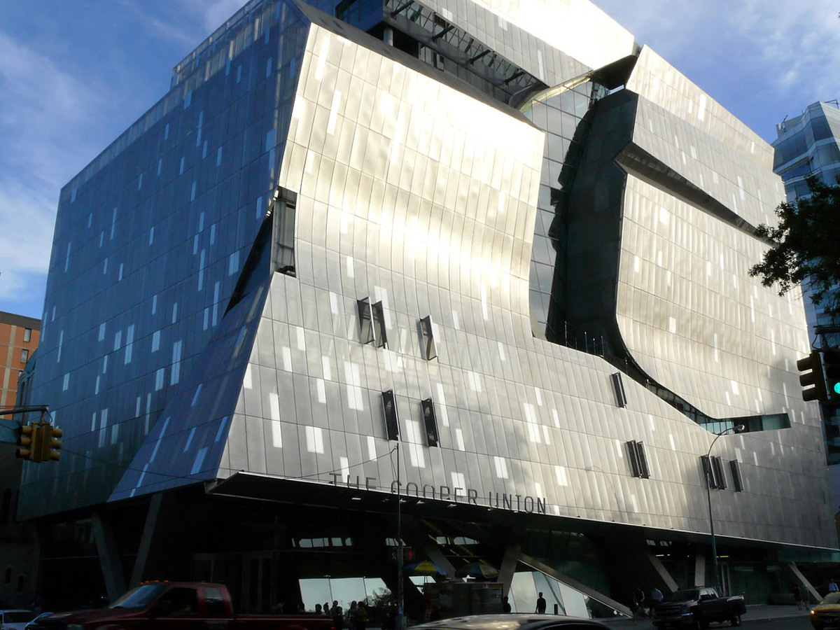41 Cooper Square (2009) in New York City, a Cooper Union art, architecture, and engineering classroom and laboratory building that inspires interdisciplinary collaboration with a central vertical piazza. (Image: Wikipedia)