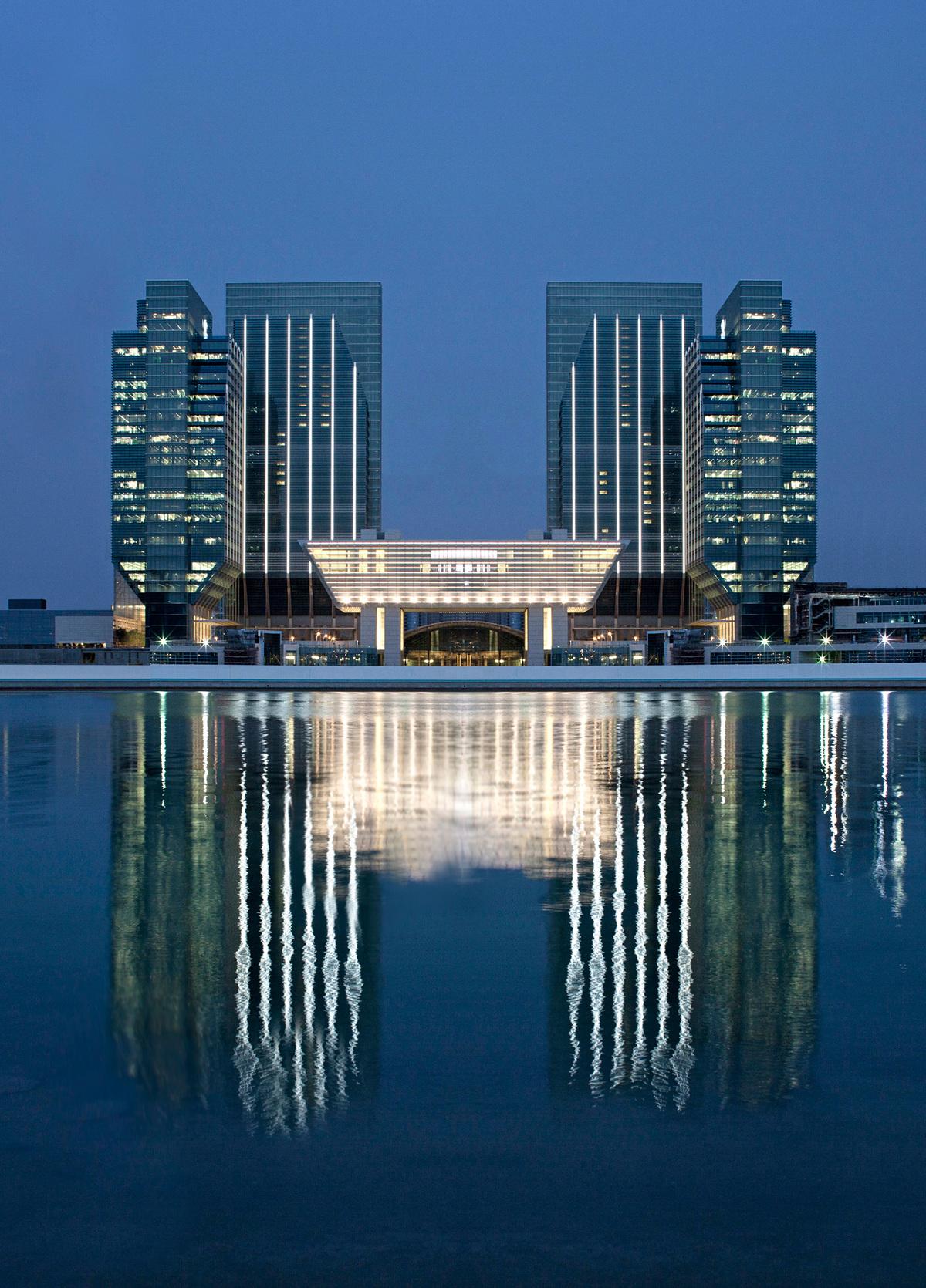 Winner - Middle East and Africa: Al Khatem Tower/Sowwah Square in Abu Dhabi, UAE by Goettsch Partners © Mubadala Real Estate & Infrastructure