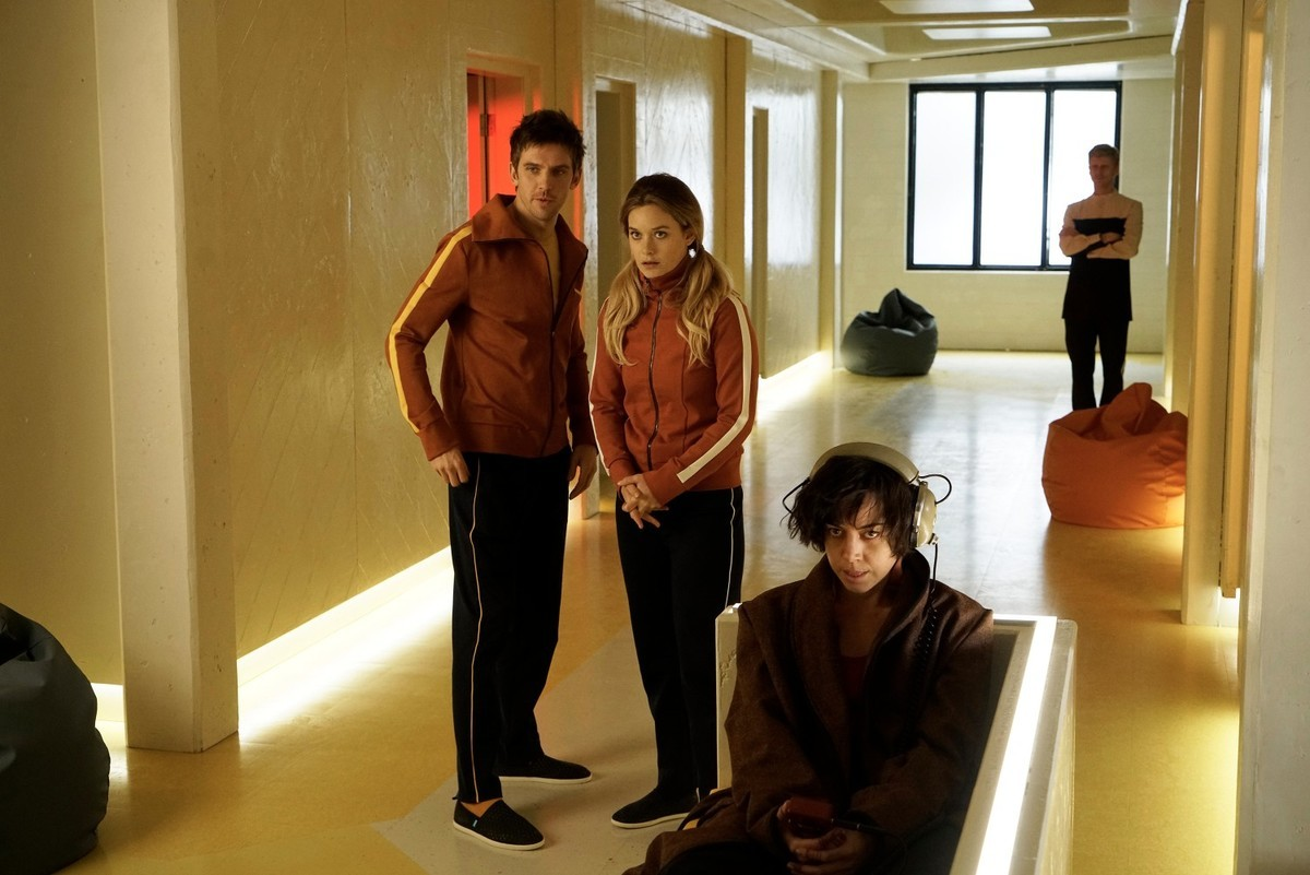 Dan Stevens as David Haller, Rachel Keller as Syd Barrett, Aubrey Plaza as Lenny Cornflakes Busker at Clockworks Psychiatric Hospital in Chapter 1.
