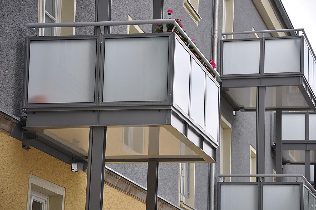 Eisenhüttenstadt: added balconies