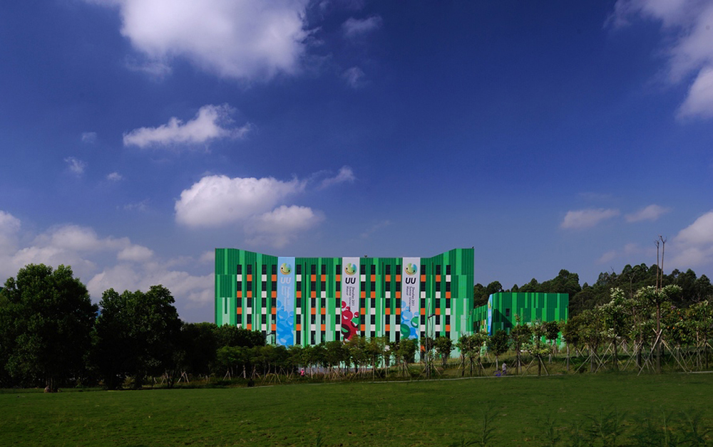 The buildings, integrating into the surrounding environment, the grass, trees, the sky and clouds, have been transformed from abandoned factories into part of the natural landscape.