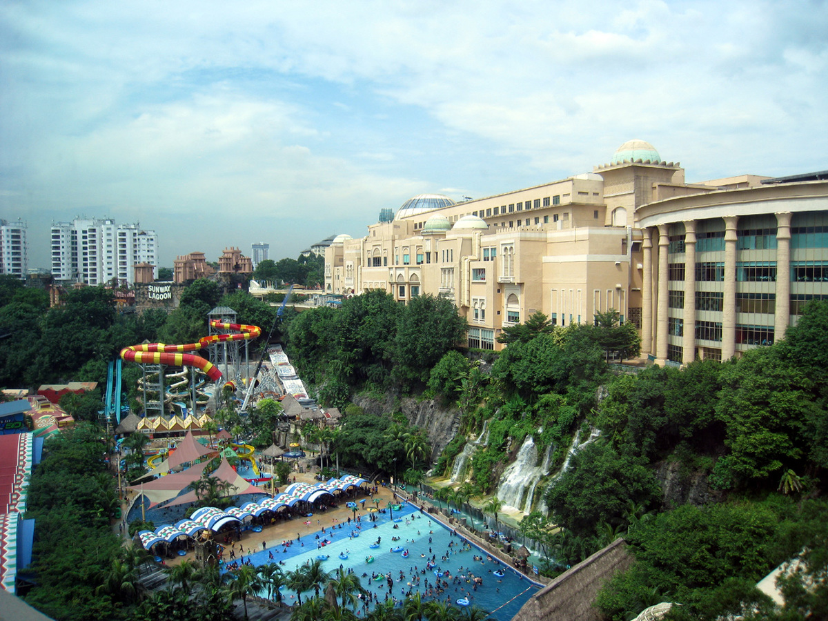 The Sunway Pyramid - A World Within a World