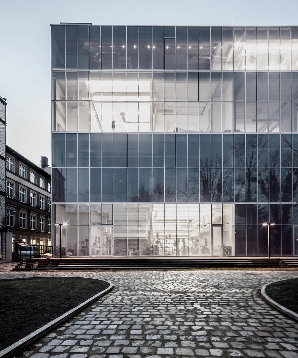 East facade night_Photo by Maciej Lulko