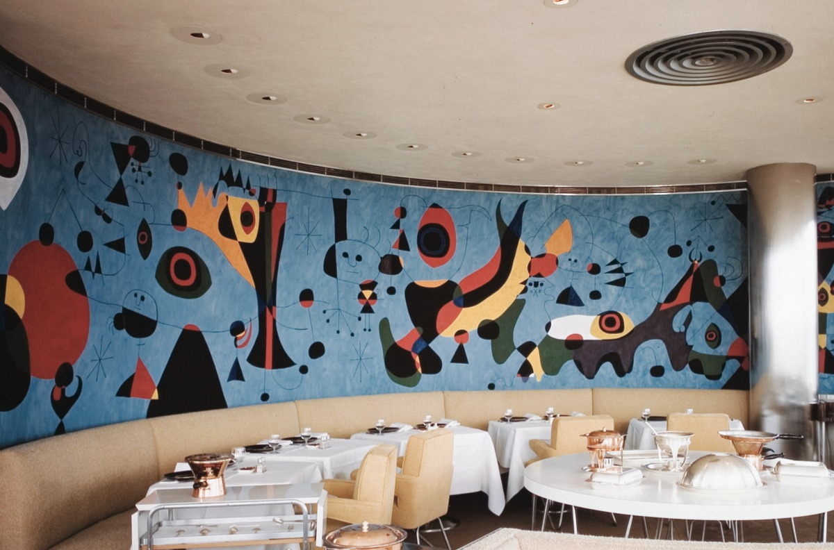 Re marketing modernism the revision of an iconic mid for Mural restaurant