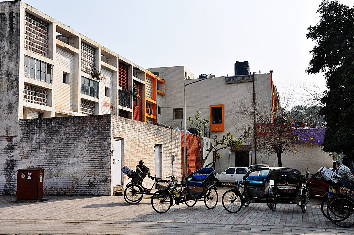 Chandigarh: corner bicycle rickshaw stop & back alley additions