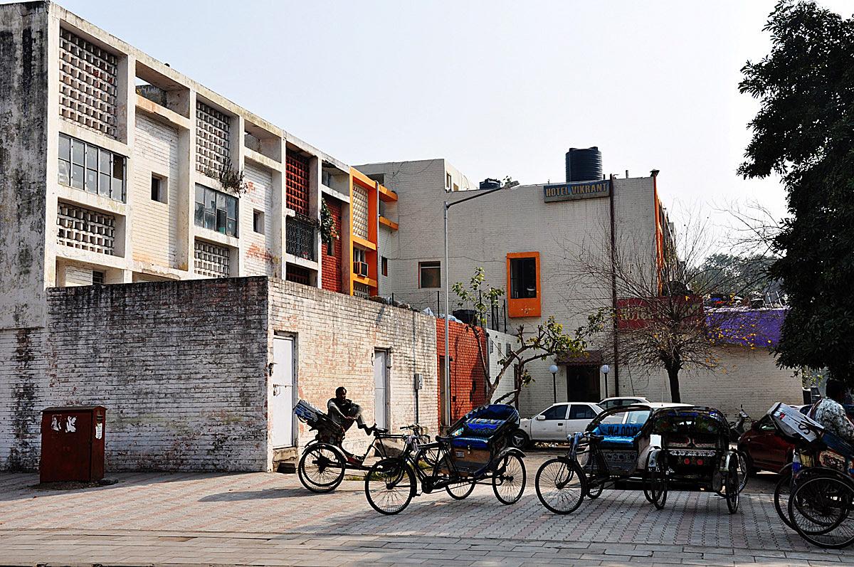 Chandigarh: corner bicycle rickshaw stop & back alley additions