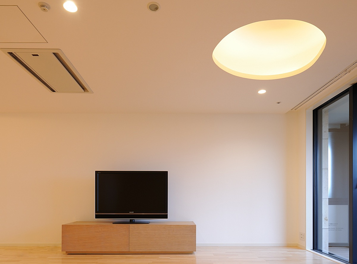 subtle relationship between tv and light