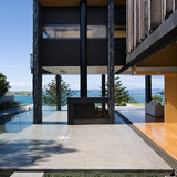 Forman House in Auckland, New Zealand by Bossley Architects.