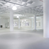 """The building's massive floor plates (ranging from 8,000 m2 to 11,500 m2 / 86,000 sf to 124,000 sf) and unusually high ceilings (typically 5 m / 16.5 ft) provide a huge amount of uniquely dimensioned, free plan """"support space"""" for Manhattan West's and Hudson Yards' significant injection..."""