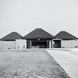 The Trenton Bath House (1955), which Tyng worked on with Louis I. Kahn. Marshall Meyers/Marshall D. Meyers Collection/The Architectural Archives, University of Pennsylvania
