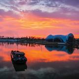A view of the art and science pavilions at dusk. Photo: Ryuji Miya. Image courtesy of Chris Y.H. Chan