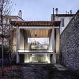 Row House, 2012, Olot, Girona, Spain. Photo: Hisao Suzuki.