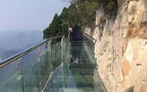 Chinese glass-bottom walkway cracks below tourists – 3,540 feet above ground