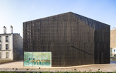 «Urban Barn»: two university auditoriums revitalize a city bock