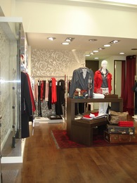 WOMEN'S APPAREL STORE