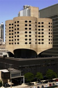 The old Prentice Womens Hospital by Bertrand Goldberg. (Photo: Umbugbene/Wikipedia)