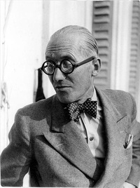 Le Corbusier, 1942. (Photo: Bodé © FLC/ADAGP; Image via fondationlecorbusier.fr)