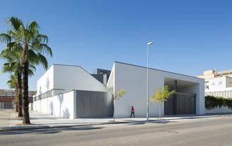 """""""La Ascensión del Señor"""" Church, nominated for the Mies van der Rohe Award 2015"""