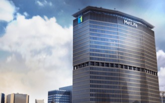The MetLife Building's letters are getting a makeover