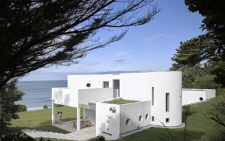 A website offering vacation rentals for architecture lovers