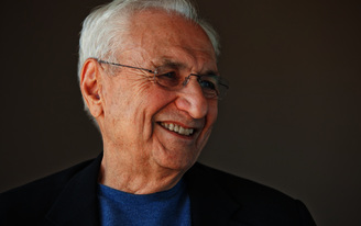 Frank Gehry At the Parsons Table with Paul Goldberger