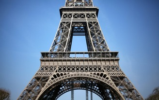 A wall of bulletproof glass will soon enclose the base of the Eiffel Tower