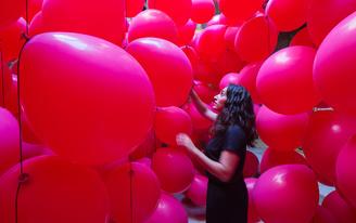 """Lucía Martínez Pluchino + Raquel Durán Puente design an immersive balloon """"tunnel"""" in Montpellier"""