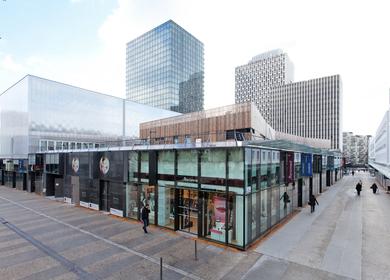 Cœur de ville - Commercial center comprising a cinema and kindergarten