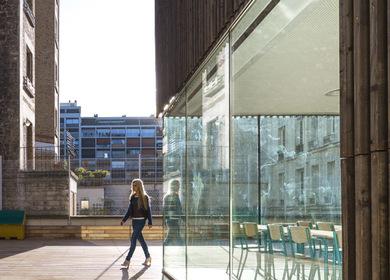 «Urban Barn»: two university auditoriums revitalize a city bock