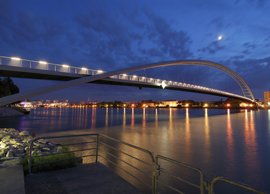 Three-country bridge