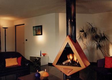 Modern central fireplace / cheminée centrale moderne