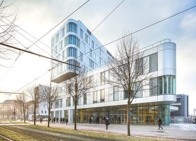 INET - a major public service school